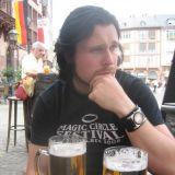 Frankfurtissa, en muista aukion nimeä. Päivä oli 9.7.2008, MCF2 festareita edeltävä päivä. Vasemmalla alhaalla on lasillinen ehkä Saksan huonointa omenaviiniä.