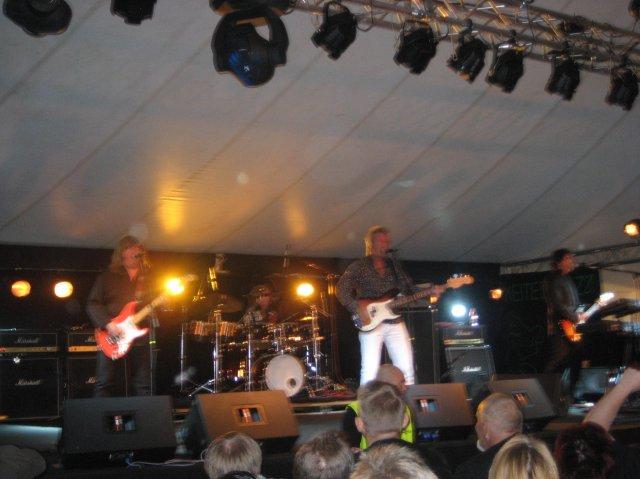 Tältä näytti brittiläinen The Sweet bändi vuonna 2009 Keitelejazzeilla !