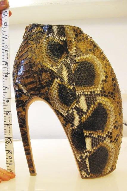 Alexander McQueenin suunnittelemat kengät