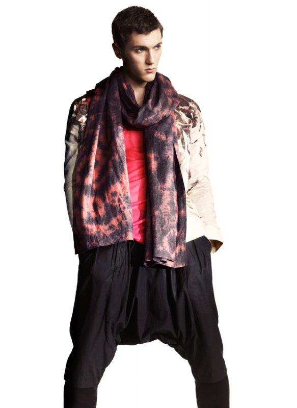 H&M Kevät 2010 -kokoelman miesten haaremihousut