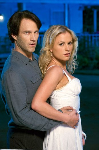 True Blood. Kuvassa Bill Compton (Stephen Moyer) ja Sookie Stackhouse (Anna Paquin). Kuva: HBO
