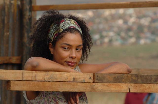 Sophie Okonedo elokuvassa Skin.