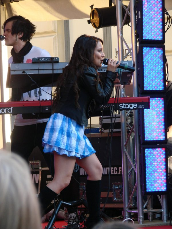 Anna Abreu esiintyi Cityn Baarifestareilla
