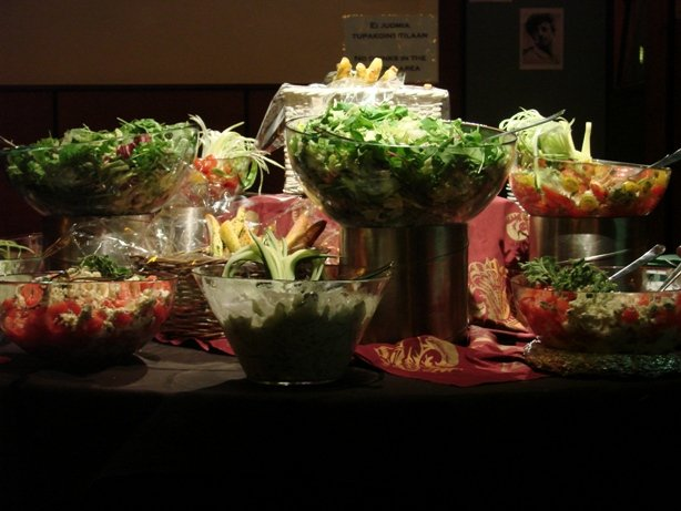 Apocalyptican levyjulkkareissa hevimiehetkin söivät salaattia.