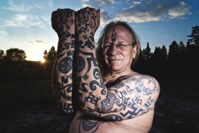 Taiteilija ManWomanin tatuointeja
