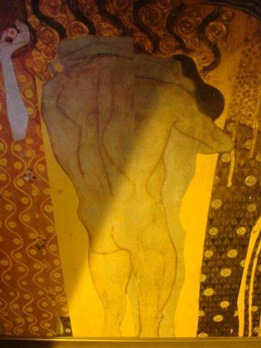 Velvetin tanssilattian katossa on art deco-tyylinen maalaus.