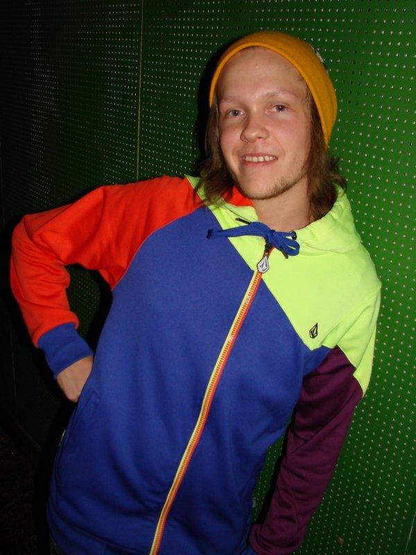 Fredan Tivoli 19.3. Toimitusjohtaja Joel, 22, kannattaa pakkoruotsia. Heja Sverige!