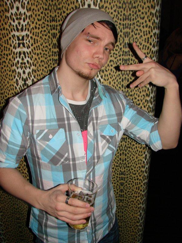 Velvet 8.4. Opiskelija Marko, 18, on saamassa lakin. Pipo onkin enemmän talven juttuja.