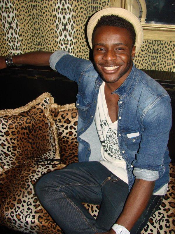 Velvet 8.4. Opiskelija Jeremie, 19, pyrkii olemaan muodin edelläkävijä. Hymy toimii onneksi asun kuin asun kanssa.