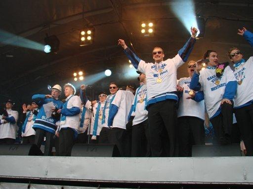 Leijonien MM-kultajuhlat Kauppatorilla.