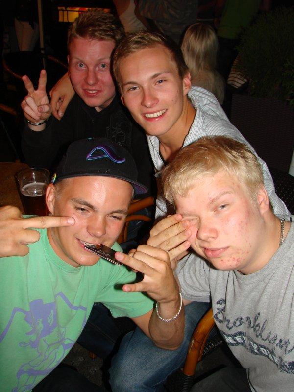 """Summer Heat @ Vanha 17.6. Kaverukset Esa, 18, Risto, 20, Petri, 19, ja Juha, 19, juhlivat Juhan synttäreitä. """"Turha ikä, ei saa mitään uutta!"""" Paitsi sen vuoden."""
