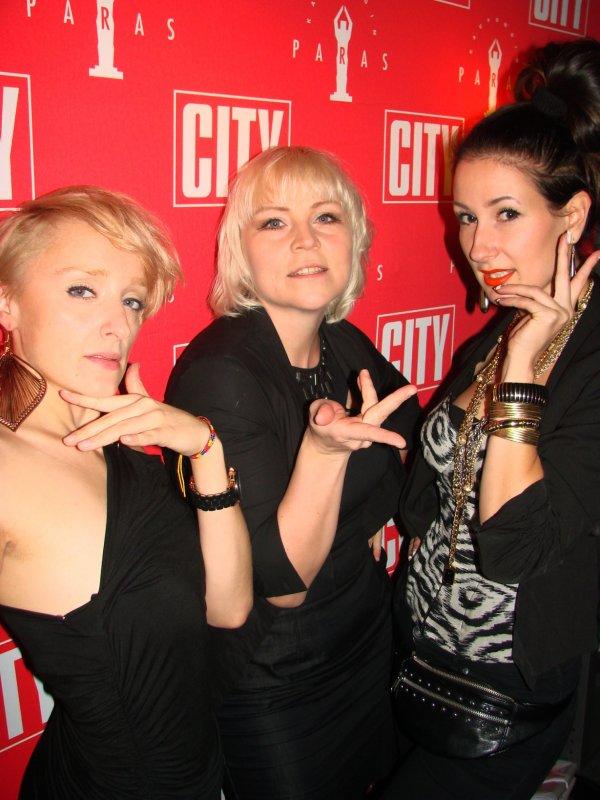 House of Ninja Finlandin voguing-tanssijat Anneli, Virpi, ja Venla. Haiijjaaa!