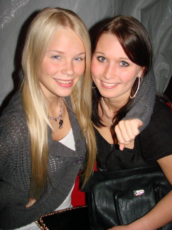 La Beaute Club @ Hesari 22.10. Opiskelija Tiia, 18,ja lastenhoitaja Sonja, 18. Sonja ei ollut hoitamassa Tiiaa.