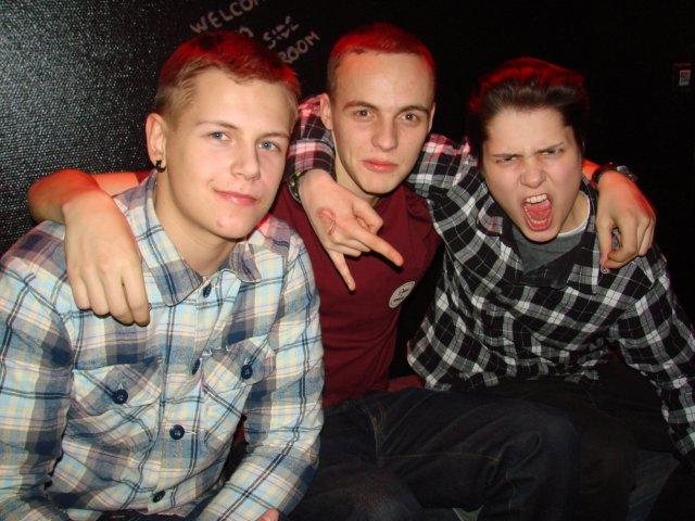 Roska 16.12. Opiskelijat Otto, 18, Rasmus, 18, ja Rosa, 18. Ruutu kuosissa.
