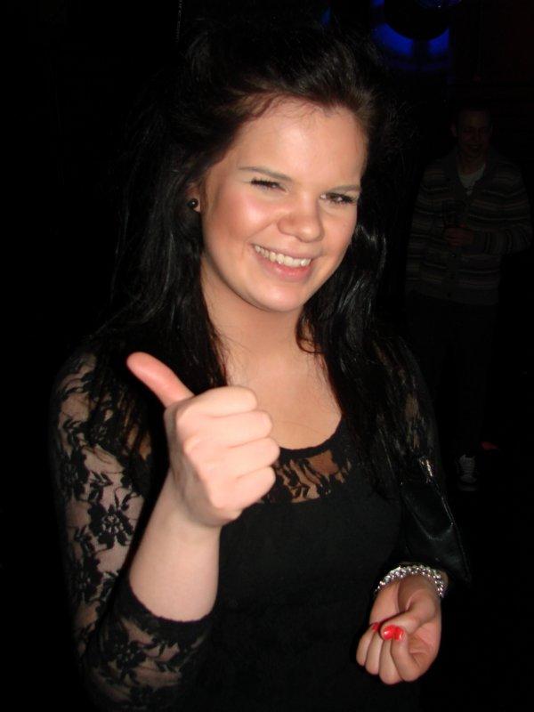 Flirt@ Venue 16.3. Assistentti Karoliina, 23. Rehnin aikaan Karoliinat olivat kersantteja.
