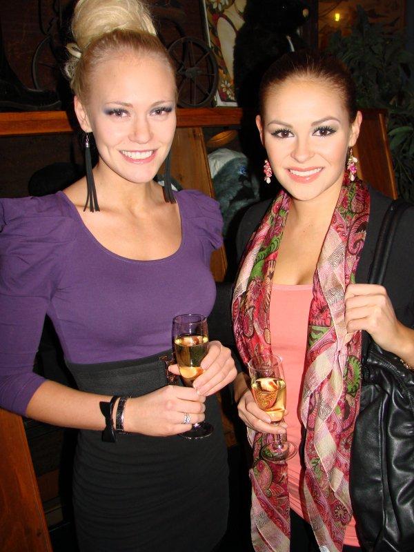 Zetor 18.4. Missit Krista ja Linnea ovat eri vuosikertaa, mutta kumpikin vain paranee vanhetessaan.