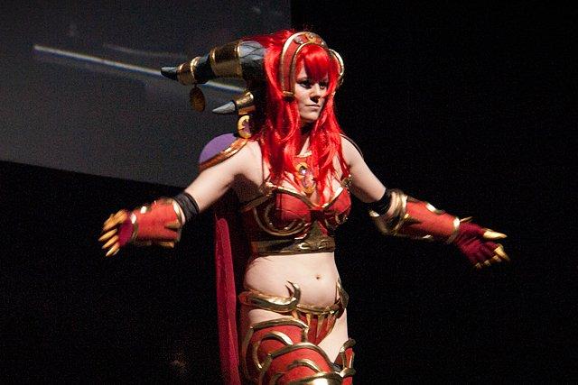 Lisää cosplay-kisan vähäpukeista satoa.