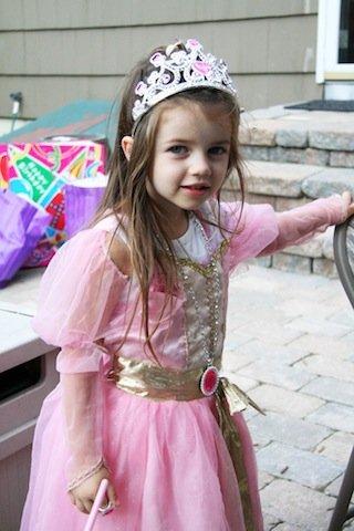 Prinsessakasvatuksen vakavin sivuvaikutus on absurdi käsitys parisuhteen käytännöistä Lähde: http://www.flickr.com/photos/rhipenguin/2768948785 Lisenssi: http://creativecommons.org/licenses/by/2.0/deed.en