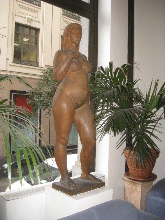 24 suomi treffit alaston nainen