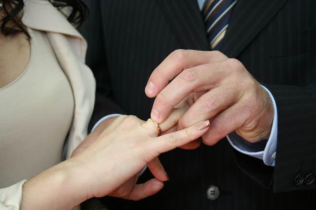 Täten julistan teidät aviopuolisoiksi. Olkoon Voima kanssanne!