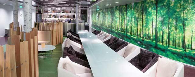Metsä-lounge sijaitsee Huoneen keskellä.