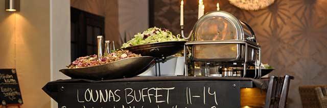 Fontanan lounaalla riittää valinnanvaraa.