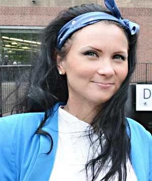 Anna Uusiheimala haluaa auttaa suomalaisia yhteen.