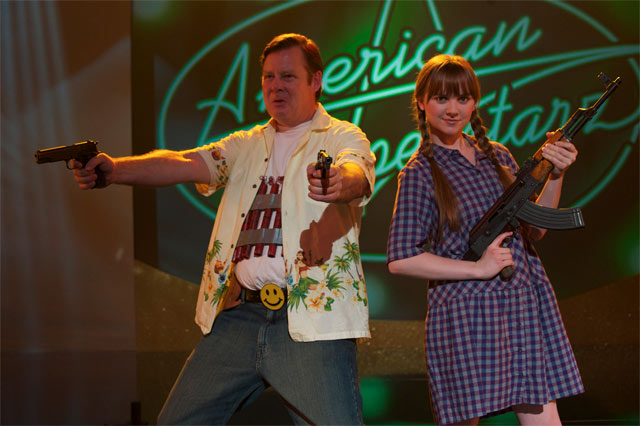 Joel Murray ja Tara Lynne Barr lähtevät tapporetkelle Bobcat Goldthwaitin satiirissa God Bless America.