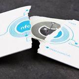 Tulevaisuuden käyntikortit ovat jo täällä: kortin tiedot siirtyvät puhelimeen kosketuksesta