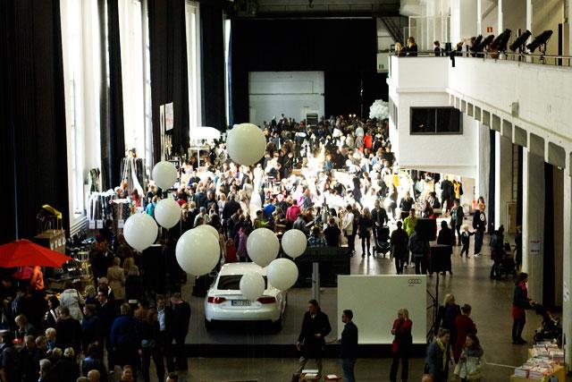 Design Market veti Kaapelitehtaan täyteen porukkaa katsomaan 150 myyjän tarjontaa.