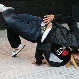 Julian Owusu tanssii pohjoisen perukoilla