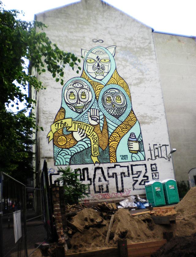 Berliinissä on paljon rakennustyömaiden hylättyjä seiniä, jotka houkuttelevat taiteilijoita.