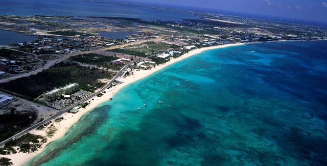 Rahat viihtyvät Cayman-saarten auringossa.