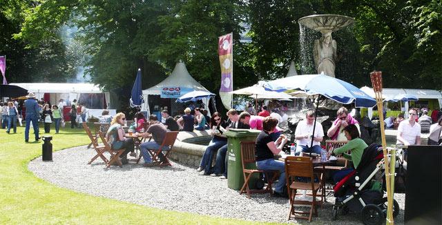 Taste of Dublin toi Iveagh Gardeniin 30 000 ruokaintoilijaa maistelemaan Dublinin 20 parhaan kokin annoksia.