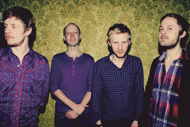 Ewert and The Two Dragonsin solistin Ewert Sundjan mukaan nelihenkisen bändin nimi on herättänyt paljon kysymyksiä.