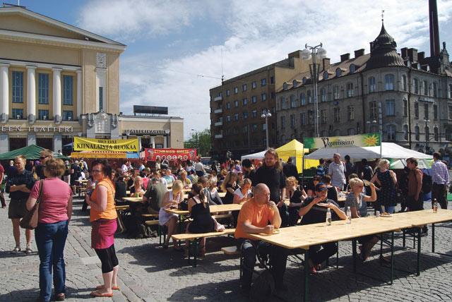 Vegfestissä myydään paitsi ruokaa myös kosmetiikkaa ja vaatteita.