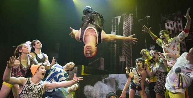 Cirque Éloizen Huippuunsa viritetyt voimahahmot tykittävät energiaa suoraan katsojan alitajuntaan.