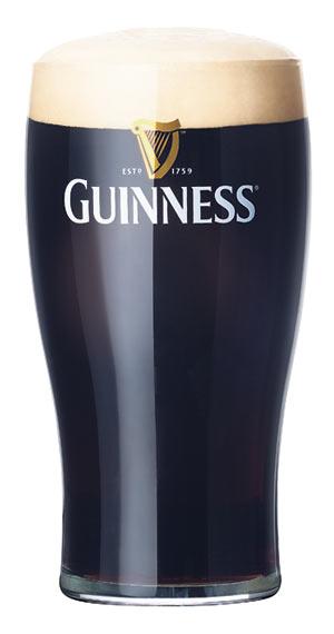 Tuoppi nousee Irlannin suojeluspyhimyksen kunniaksi.