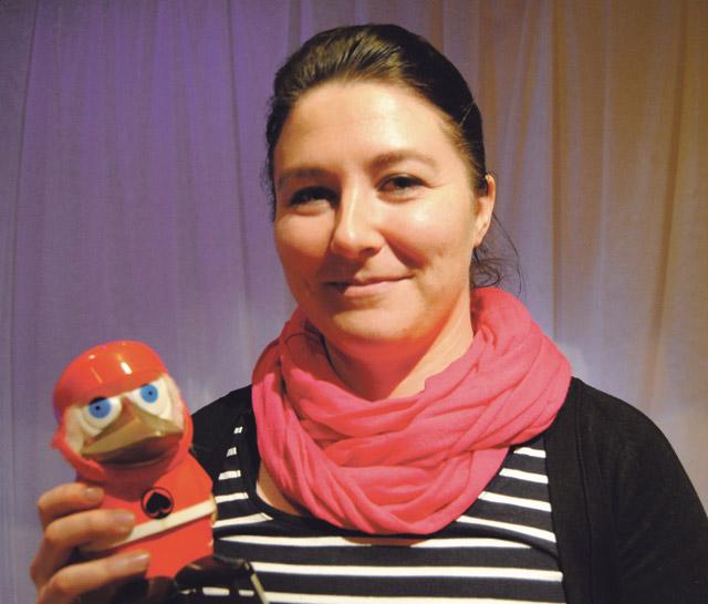 Heidi Helkiö-Mäkelän mukaan näyttelyssä on paljon myös itse tehtyjä fanituotteita.