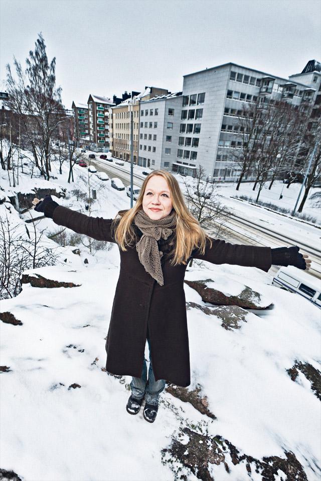 Anu Silfverberg myös kuvattiin kotikulmillaan, Kalliossa, jossa hänen kolumninsa syntyvät.