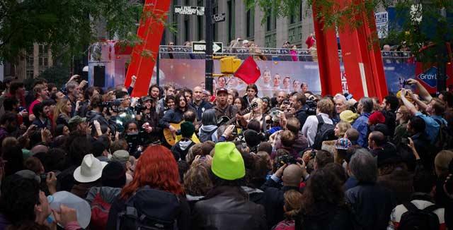 Rage Against The Machinen Tom Morello esiintyi Wall Streetin protestoijille Zuccotti Parkissa.