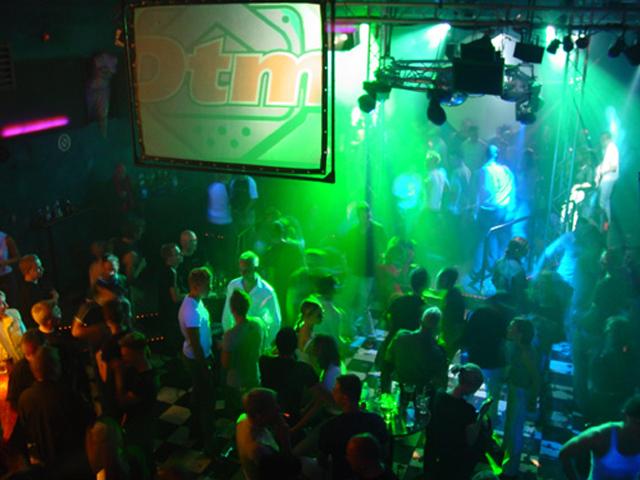 DTM:n kymmenvuotisjuhlia vietettiin Annankadulla vuonna 2002.