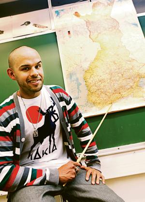 Kuvassa Timolla on päällään itse suunnittelemansa Taste of Finland -t-paita.