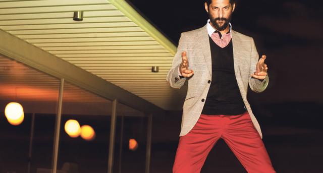 Punaisista housuista on tullut mainstreamiä. Uutena tarjokkaina turkoosit ja vaaleanpunaiset. Kuva: selected