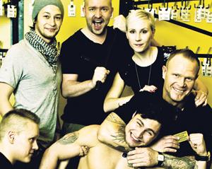 DTM:n Donny, Markku, Miia. Alarivissä: Petja, Kuutti ja Steffi.