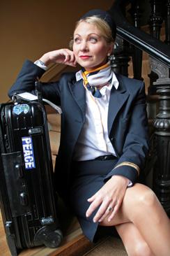 Heidi Rosendahl käyttää  diplomatian taitoja lentokoneessa.