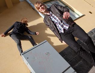 Anchors&Planetsin pojat pelästyivät, kun heiltä kysyttiin seurustelusta. Vasemmalla Masa, oikealla Arwe.