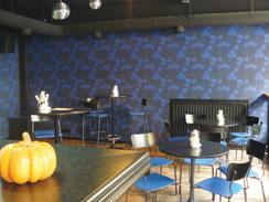 Blue Oyster Barissa voi nyt etsiä iltansa helmeä viikonloppuisin aina kolmeen asti.