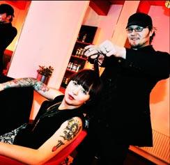 Kun otat, föönaa. Rami Luusua ja Erica Sjöund.