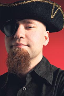 Samuli Pahalahti kuuluu suomalaiseen piraattiliittoon, jonka mukaan tekijänoikeuden suojaaman teoksen kopioiminen ei ole varastamista.